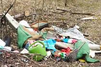 Odpad se objevil i na Černé Řece.