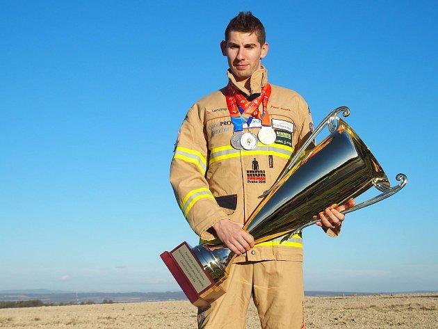Pavel Kouřík, nejrychlejší hasič světa pochází zDílů na Domažlicku.