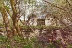 Kniha Po pěšinách Bělskem představuje historii regionu a jeho proměny. Součástí jsou dobové fotografie zaniklých obcí. Na aktuálním snímku je osada Hleďsebe, kde před válkou žilo 70 lidí, dnes tady zbyla dvě stavení.