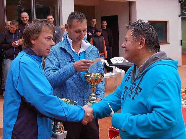 Dotiko Tenis Tour. Vyhlášení vítězů a momentky z posledních turnajů v Kolovči a Domažlicích.