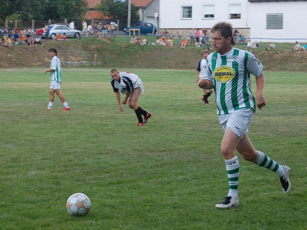 Svým fotbalovým uměním potěšil diváky i sportovní komentátor Jaromír Bosák. Foto: Miroslava Vlčková