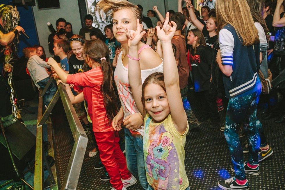 Koncert kapely Dymytry pro děti v Domažlicích.