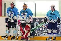 STAŇKOV TĚSNĚ PODLEHL MALÉ VÍSCE. Zleva jsou staňkovští Petr Hoffman, Jan Brožovský a Pavel Reithar.