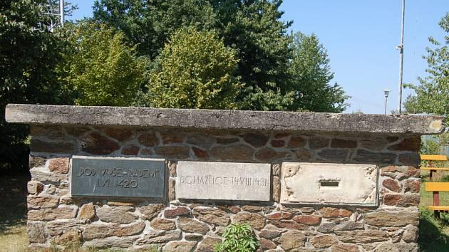 Podstavec památníku na Baldově.