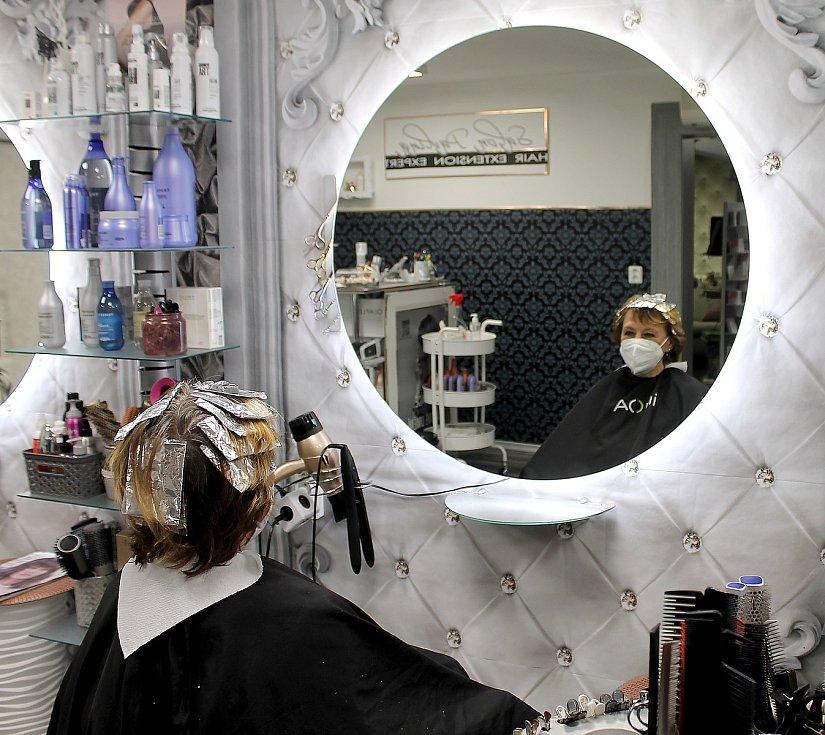 Jaroslava Hrabíková v pondělí vyrazila ke kadeřnici.