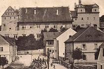 Zámek v Horšovském Týně na dobové pohlednici.