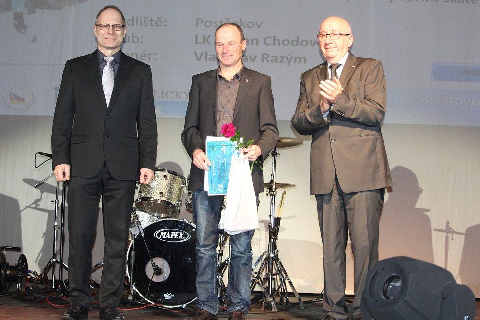 Mládež do 18 let - jednotlivci (bez vyhlášení pořadí): běžkyni na lyžích Barboru Berouškovou zastoupil otec Pavel (uprostřed).