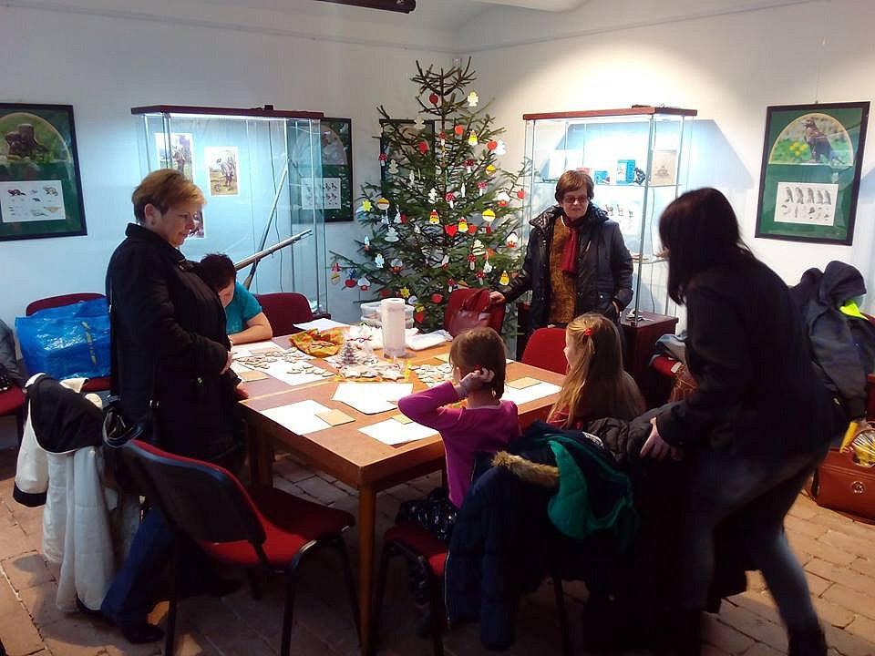 Vánoční tvoření v Domu dějin Holýšovska.