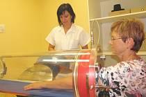 Nový přístroj na rehabilitačním oddělení Domažlické nemocnice.