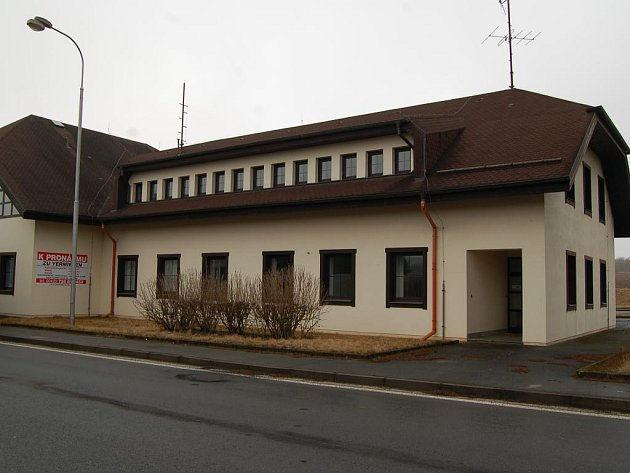 Šest bytů,vznikne přestavbou české části bývalé celnice ve Všerubech. Městys už má  evidováno pět zájemců.