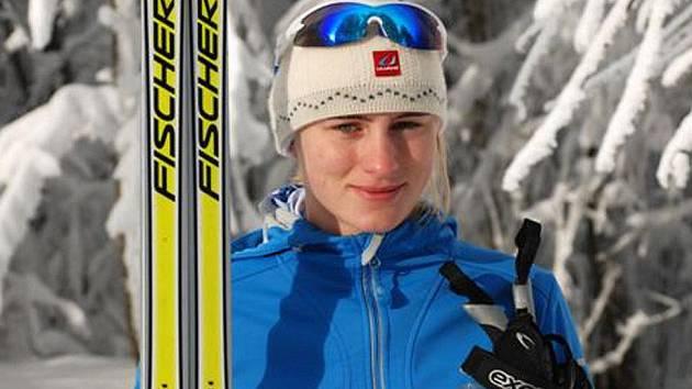 Australanka Anna Trnka trénuje běh na lyžích na tratích okolo Čerchova.