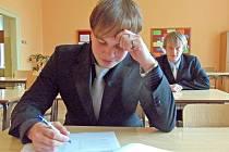 MARTIN SCHRÖPFER ze 4. IE domažlické obchodní akademie při písemné části maturitní zkoušky