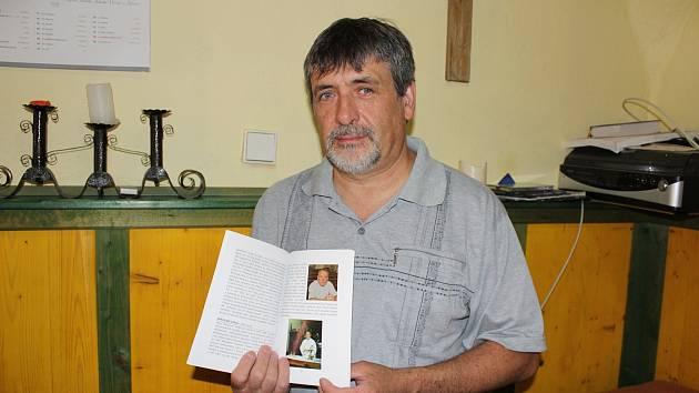 Alexej Petrašovský napsal knihu Kostelní zdi vyprávějí.