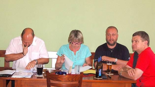 Zastupitelé Kolovče schválili rezignaci stávajícího ředitele školy.