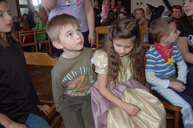 Dětský maškarní karneval v Pasečnici.