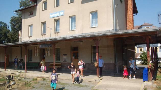 NEJVÍCE CESTUJÍCÍCH do vlaku přistoupilo v Horšovském Týně.