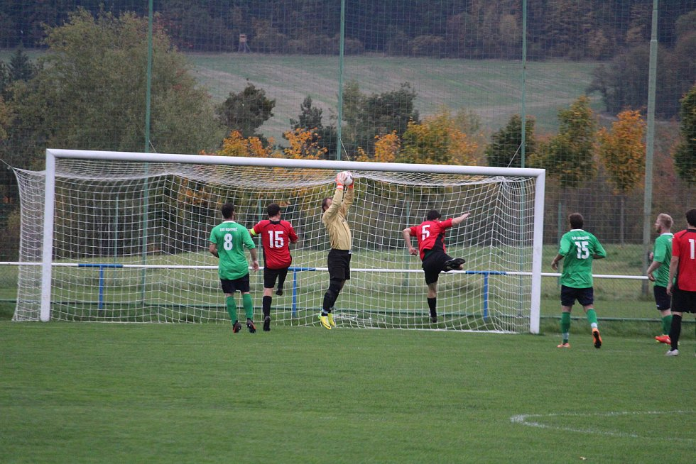 Slavoj Koloveč (v zeleném) - SK Poběžovice (v červeném) 6:0 (2:0).