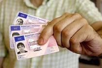 Vhodnější čas na výměnu starších řidičských průkazů nebude. Během léta ještě nehrozí dlouhé fronty.