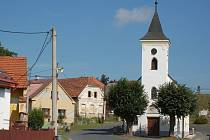 Kostel Sv. Anny v Luženicích.