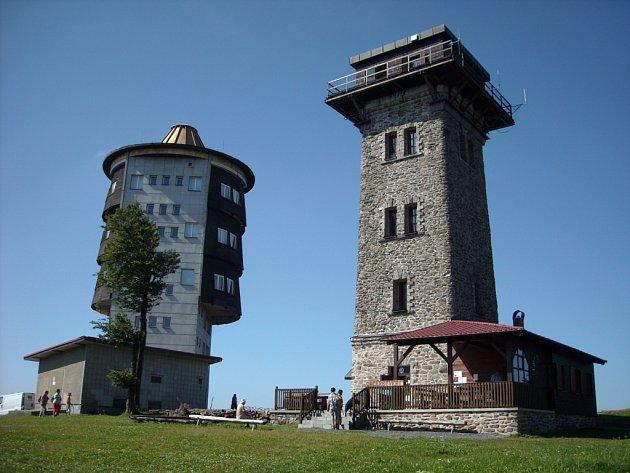 Areál na Čerchově - Kurzova věž a vojenská věž.