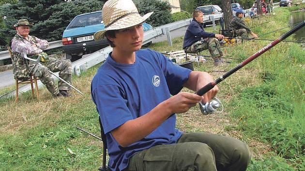 Mladých rybářů ve Kdyni ubývá. Budoucí členy chce místní rybářská organizace  podchytit vybudováním rybolovného zařízení.