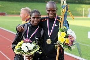 KEŇANÉ NA STŘELNICI. Christine Chepkemei z Keni byla v Domažlicích nejrychlejší ženou v závodě na 10 km, totéž dokázal její krajan Henry Kemboi mezi muži.