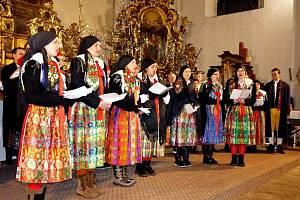 Z vánočního vystoupení Národopisného souboru Postřekov a klenečského Haltravanu.