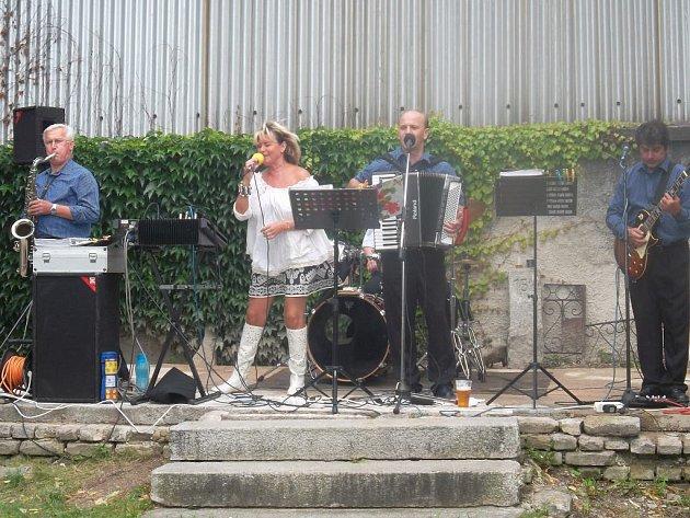 Zlatka Kráčmerová a kapela Šrumec