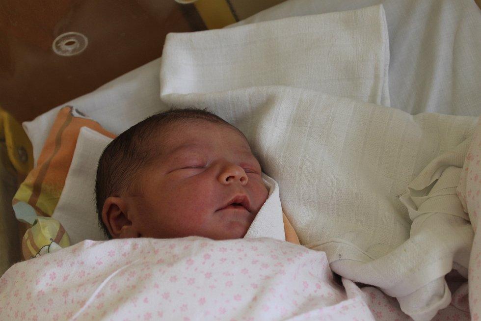 ROZÁLKA BAČIAKOVÁ ze Srb (3480 g a 48 cm) se narodila v Domažlické nemocnici mamince Barboře a tatínkovi Vladimírovi.