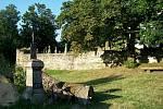 Křížek před hřbitovem v Hoře Svatého Václava.