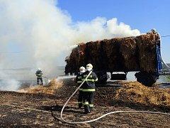 Požár slámy u Horního Metelska.