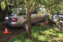 Jednašedesátiletý šofér Škody Octavie se při nehodě ve Ždánově zranil. Skončil v Domažlické nemocnici.