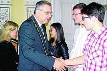 Tem neúspěšnějším pogratuloval i starosta Domažlic Miroslav Mach.