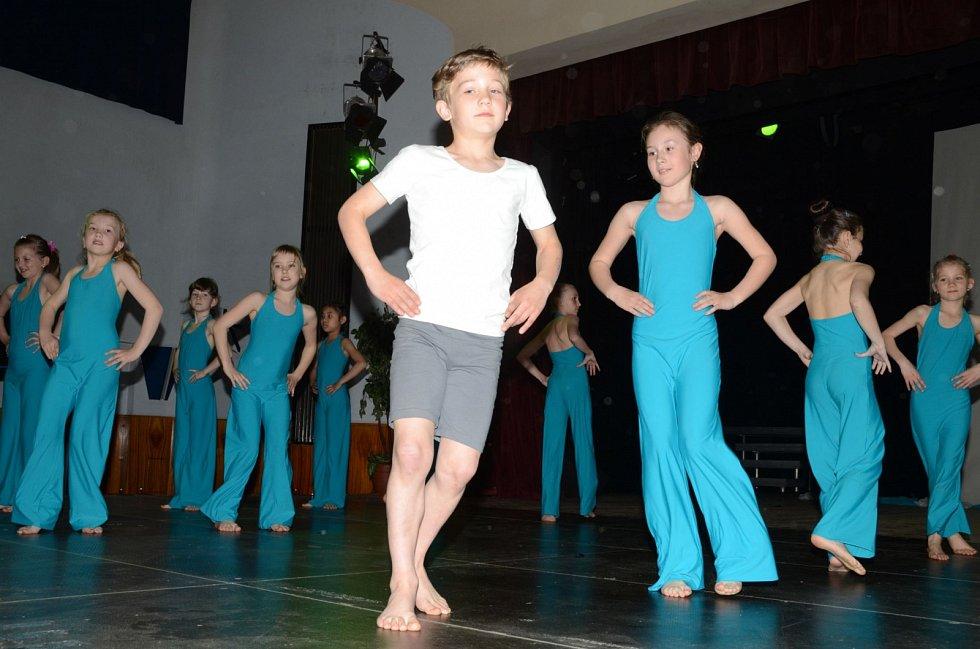 Alfréd Kubec není jediným hochem, který chodí do tanečního oddělení v ZUŠ. J. Jindřicha.