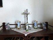 V domácnosti Hančí Kozinové nemohl chybět křížek a svaté sošky.