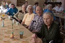 Cvičení paměti v městském seniorském penzionu se konalo v rámci celonárodní akce