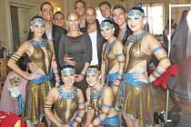 Domažličtí tanečníci opět po roce uspěli na celorepublikovém mistrovství. Na snímku s autory choreografie Zdeňkem Rezlerem a Evou Krejčířovou.