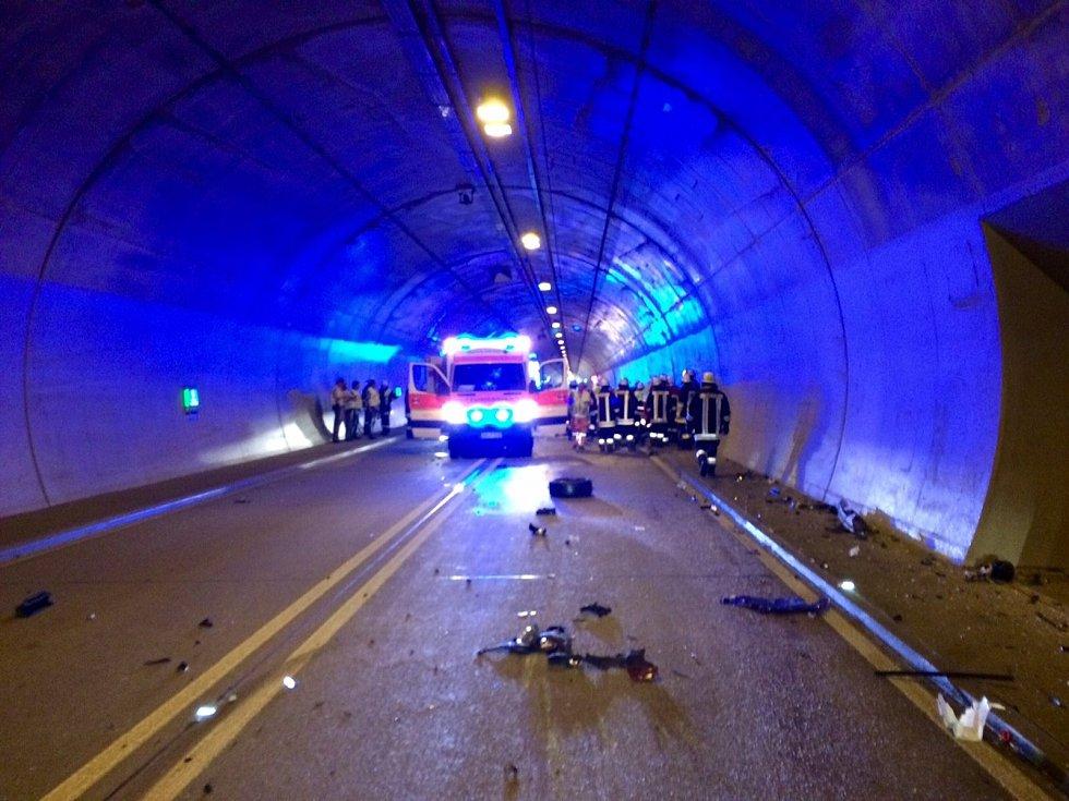 Z místa tragické nehody ve furthském tunelu.