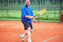 Tenisový Davis Cup 2011 pokračoval pátým kolem.
