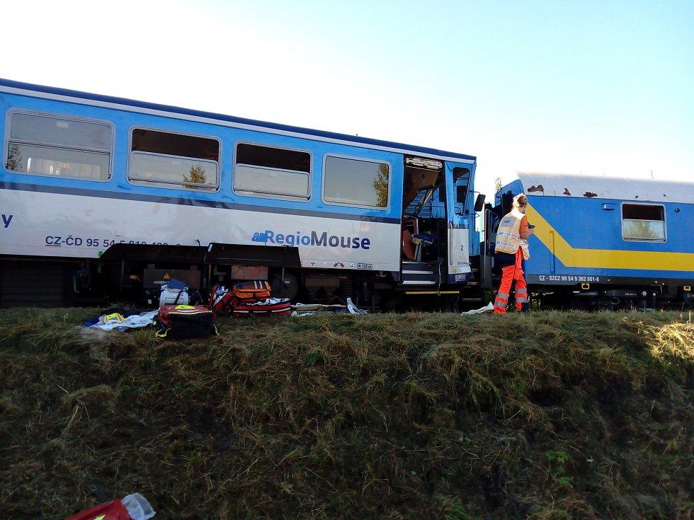 Osobní vlak vykolejil nárazem o diagnostickou soupravu.