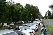 Autobazar byl odpoledne v den přepadení uzavřen s odkazem na návštěvu STK.