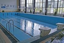 VYPUŠTĚNO. Během letní odstávky je každoročně bazén vypuštěn a probíhá důkladné vyčištění bazénové vany.