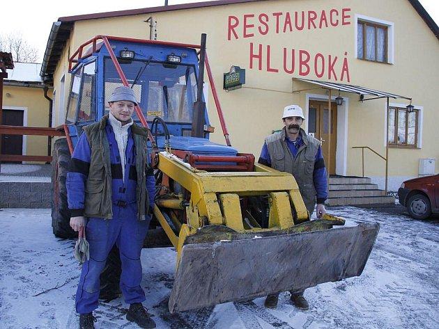 Roman Podolec (vlevo) a Jaroslav Halada mají svůj milovaný Zetor zpět.