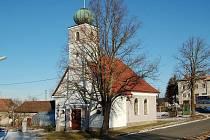 Kostel sv. Antonína v Luženičkách.