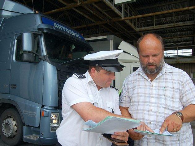 Kontroly čekaly na kamiony také va Folmavě