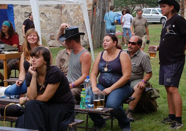 Folk a country festival pro zámek Čečovice.