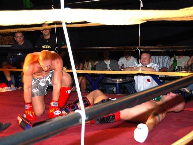 Aktéři galavečeru kickboxu a boxu v domažlické Fontáně před početnou diváckou kulisou ze sebe vydali opravdu všechno