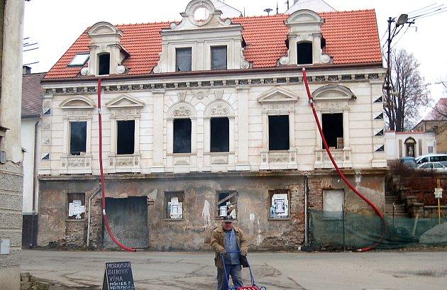 Oprava památného domu v Poběžovicích.