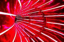 Do zelena nebo vínova jsou laděny světelné efekty uvnitř tubusu nového toboganu.