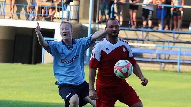 Michal Myška (vlevo) je velkou posilou nováčka okresního fotbalového přeboru II. třídy TJ Holýšov B..